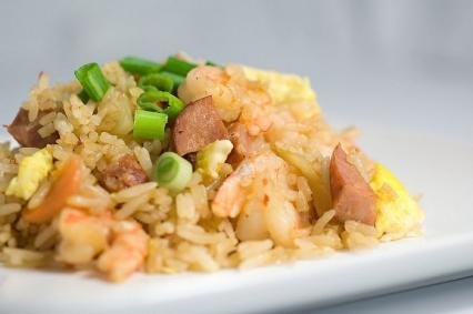 Przekąski i dodatki: Wędzone kiełbaski Andouillé z krewetkami i ryżem
